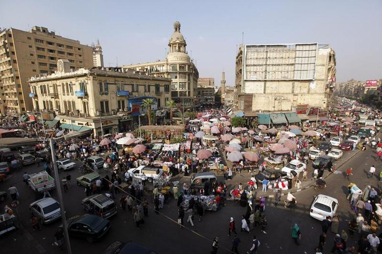 People shop at Al Ataba, a popular market, in this general view taken in downtown Cairo, November 11, 2013. REUTERS/Mohamed Abd El-Ghany