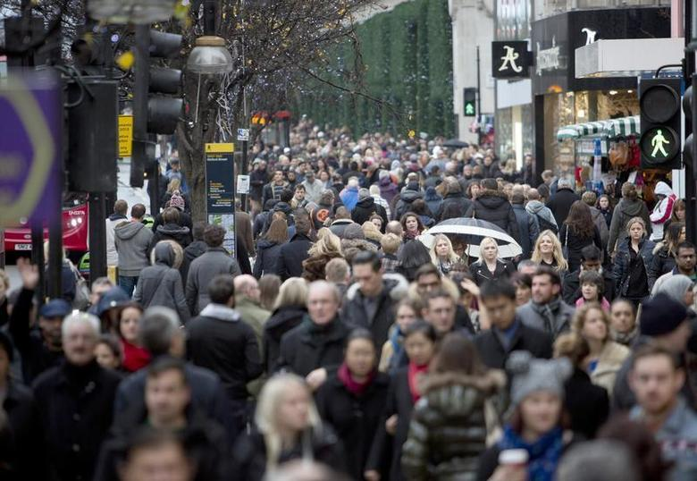 Shoppers walk along Oxford Street in central London December 15, 2013. REUTERS/Neil Hall