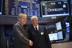 Omnicom Chief Executive John Wren (L) and Publicis Group Chairman and CEO Maurice Levy shake hands after announcing an agreement on their merger on the floor of the New York Stock Exchange in New York July 29, 2013. REUTERS/Shannon Stapleton