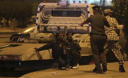 Members of Saudi security forces detain Ethiopian workers during a riot in Manfouha, southern Riyadh, November 9, 2013. REUTERS/Faisal Al Nasser