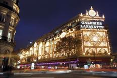 Les Galeries Lafayette sont en discussions pour un éventuel rachat des grands magasins britanniques House of Fraser, selon des sources industrielles. /Photo d'archives/REUTERS/Charles Platiau