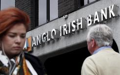 Pedestrians are seen walking past a branch of the Anglo Irish Bank in Dublin in this September 30, 2010 file photograph. REUTERS/Cathal McNaughton/Files