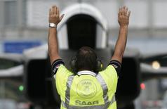 Des officiers brésiliens ont annoncé lors d'une conférence de presse que le Brésil avait choisi d'équiper son armée de l'air avec les chasseurs Gripen NG construits par Saab. L'armée de l'air brésilienne doit désormais ouvrir des négociations avec Saab pour finaliser sa commande. /Photo d'archives/REUTERS/Michael Buholzer
