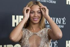 """Singer Beyonce attends HBO's New York premiere of her documentary """"Beyonce - Life is But a Dream"""" in New York February 12, 2013. REUTERS/Andrew Kelly"""