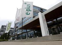 A sede da operadora de telefonia móvel alemã E-Plus em Duesseldorf. Reguladores antitruste da UE abriram nesta sexta-feira uma investigação aprofundada sobre a proposta da Telefónica de adquirir a unidade alemã da KPN por 8,6 bilhões de euros (11,9 bilhões de dólares), dizendo que o acordo pode reduzir a competição no mercado móvel alemão. 24/07/2013 REUTERS/Wolfgang Rattay