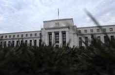 Le siège de la Réserve fédérale américaine à Washington. L'action et les annonces des grandes banques centrales, et plus particulièrement de la Fed, auront favorisé la prise de risque sur les marchés financiers en 2013 dans un contexte d'amélioration graduelle de l'économie mondiale. /Photo prise le 31 juillet 2013/REUTERS/Jonathan Ernst
