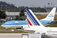 Air France-KLM a annoncé vendredi un projet de cession de la compagnie aérienne CityJet au groupe allemand Intro Aviation, qui lui a transmis une offre ferme de rachat de CityJet et de sa filiale VLM. /Photo prise le 21 août 2013/REUTERS/Charles Platiau