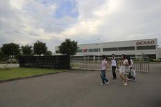 Employees walk outside of the Denso (Guangzhou Nansha) Co Ltd plant in Nansha, Guangdong province June 22, 2010. REUTERS/Tyrone Siu