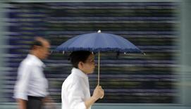 Les autorités financières japonaises vont renforcer la surveillance des taux d'intérêt de référence l'an prochain, décision qui fait suite à diverses affaires de manipulation de taux interbancaires qui ont suscité des enquêtes dans plusieurs pays. /Photo d'archives/REUTERS/Toru Hanai