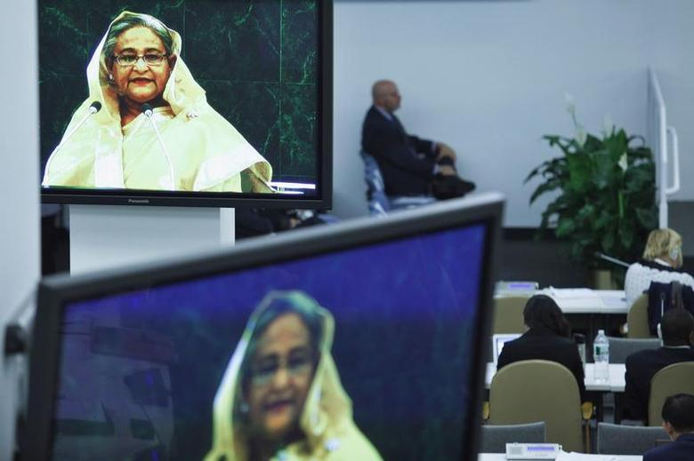 Delegates listen to Bangladesh's Prime Minister Sheikh Hasina (pictured on screens) while she addresses the 68th United Nations General Assembly at the U.N. headquarters in New York, September 27, 2013. REUTERS/Eduardo Munoz