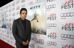 """O ator Ben Stiller posa na exibição do filme """"A Vida Secreta Walter Mitty"""" durante o AFI Fest em Hollywood. No novo filme """"A Vida Secreta de Walter Mitty"""" (2013), o protagonista, interpretado por Stiller, é caçoado pelo seu chefe Ted (Adam Scott), que o chama de Major Tom, por ficar """"fora do ar"""" algumas vezes durante o trabalho. O filme estreia em circuito nacional neste dia da Natal. 13/11/2013 REUTERS/Mario Anzuoni"""