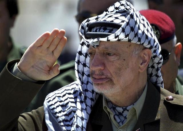 Palestinian President Yasser Arafat reviews an honour guard on his arrival at the Gaza Strip in this May 5, 2001 file photo. REUTERS/Suhaib Salem/Files