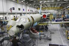Textron, à suivre vendredi sur les marchés américains. Le groupe, qui fabrique les avions Cessna, va racheter le constructeur aéronautique Beechcraft pour 1,4 milliard de dollars en numéraire. /Photo d'archives/REUTERS/Jeff Tuttle
