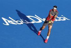 Rafael Nadal of Spain hits a return to compatriot David Ferrer during their semi-final tennis match at the Mubadala World Tennis Championship in Abu Dhabi December 27, 2013. REUTERS/Ahmed Jadallah