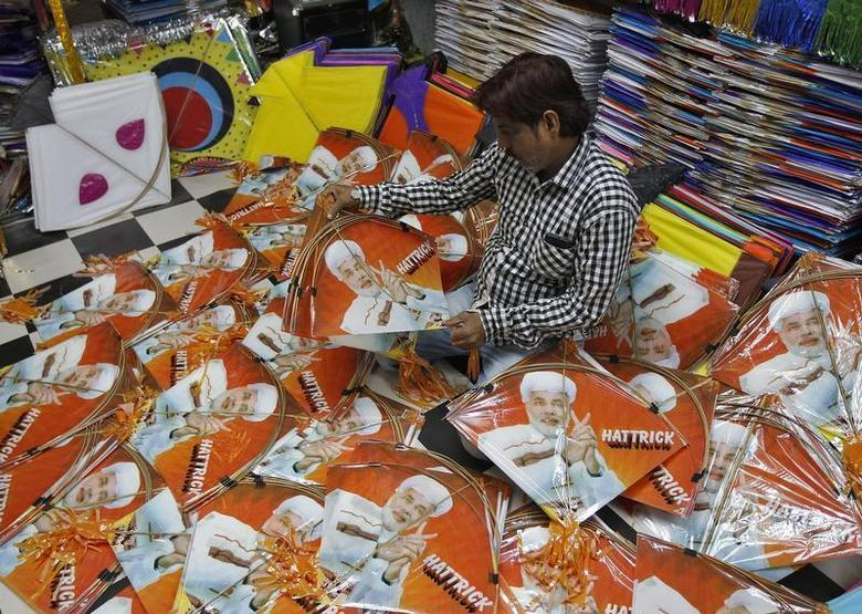 A kite maker counts kites with images of Hindu nationalist Narendra Modi, prime ministerial candidate for India's main opposition Bharatiya Janata Party (BJP) and Gujarat's chief minister, at a workshop ahead of Makar Sankranti in the western Indian city of Ahmedabad December 26, 2013. REUTERS/Amit Dave
