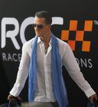 Imagen de archivo del piloto de la Fórmula Uno Michel Schumacher. REUTERS/Chaiwat Subprasom. El retirado campeón de Fórmula Uno Michael Schumacher sufrió el domingo un golpe en la cabeza al caer mientras esquiaba en los Alpes en Francia, dijo el director del centro vacacional en que se encontraba el deportista.