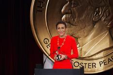 "Television host Robin Roberts speaks after being awarded a Peabody Award for her work in ""Robin's Journey"" in New York May 20, 2013. REUTERS/Lucas Jackson"