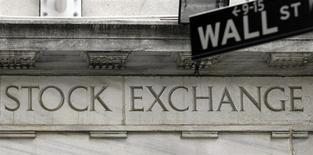 La Bourse de New York a débuté dans le vert mardi pour la dernière séance de 2013. Quelques minutes après le début des échanges, l'indice Dow Jones gagne 0,2%, à 16.537,45. Le Standard & Poor's 500 progresse de 0,16% à 1.844,08 et le Nasdaq Composite prend 0,24% à 4.164,20. /Photo d'archives/REUTERS/Chip East