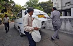Central Bureau of Investigation (CBI) officials carry a bag of documents after conducting a raid at a building as part of probes into the AgustaWestland bribery case in New Delhi March 13, 2013. REUTERS/Mansi Thapliyal