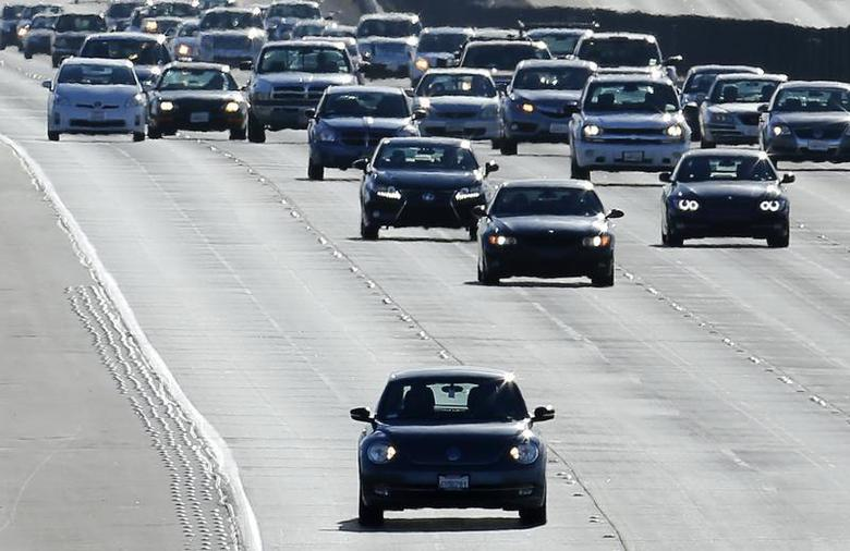 Vehicles travel north from San Diego to Los Angeles along Interstate Highway 5 in California December 10, 2013. REUTERS/Mike Blake