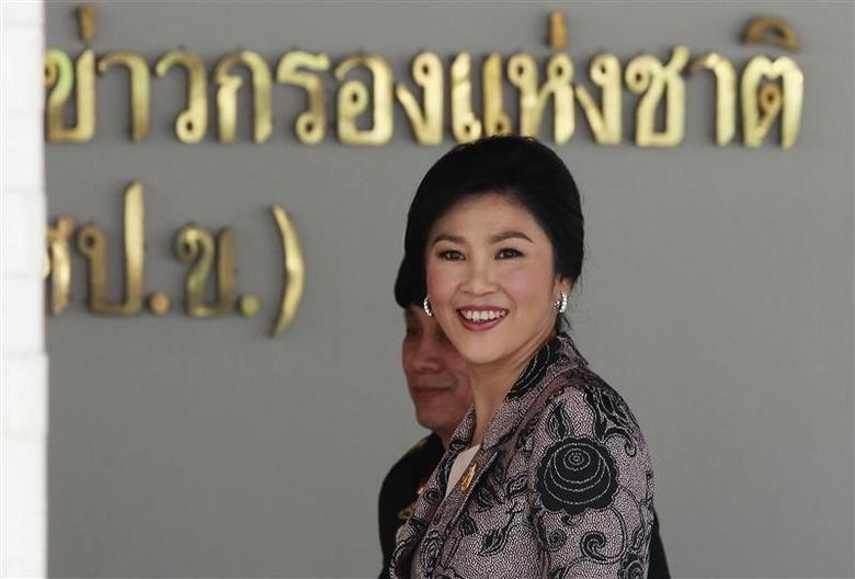 Thailand's Prime Minister Yingluck Shinawatra smiles as she arrives at the Internal Security Operations Command in Bangkok January 3, 2014. REUTERS/Chaiwat Subprasom
