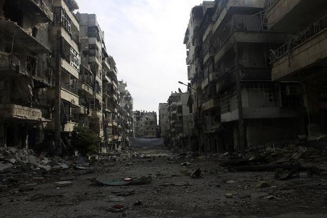 A damaged street is pictured in the Salah al-Din neighbourhood in central Aleppo December 25, 2013. REUTERS/Houssam Kattan