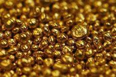 La Banque nationale suisse annonce une perte de neuf milliards de francs suisses (7, 316 milliards d'euros) au titre de 2013, en raison de la forte dévaluation de ses réserves d'or. /Photo d'archives/REUTERS/Michael Buholzer
