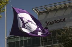 Logo da Yahoo na sede da empresa em Sunnyvale, Califórnia, 16 de abril de 2013. Alguns anúncios publicitários nos websites europeus do Yahoo espalharam software malicioso, disse o Yahoo neste domingo, potencialmente infectando milhares de usuários. 16/04/2013 REUTERS/Robert Galbraith