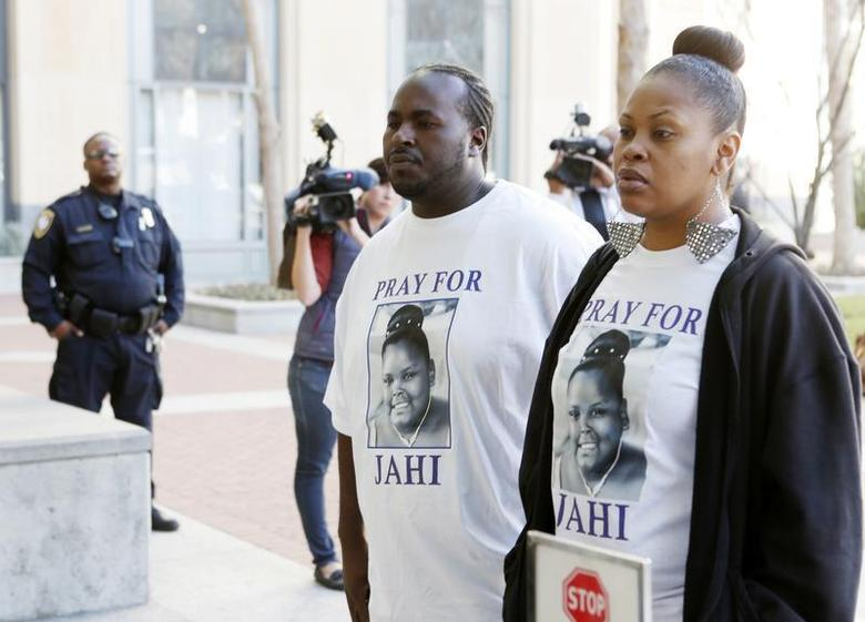 Nailah Winkfield (R), mother of Jahi McMath, and Martin Winkfield arrive at the U.S. District Courthouse for a settlement conference in Oakland, California, January 3, 2014. REUTERS/Beck Diefenbach