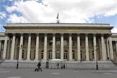 Les principales Bourses européennes ont ouvert en légère baisse mardi, dans des marchés dépourvus de tendance comme la veille en attendant les événements de la fin de semaine. À Paris, le CAC 40 cède 0,19% à 4.219,54 et à Londres le FTSE recule de 0,14%. Le Dax-30 est stable à Francfort et la Bourse de Madrid affiche une petite hausse de 0,15%. /Photo d'archives/REUTERS/Charles Platiau