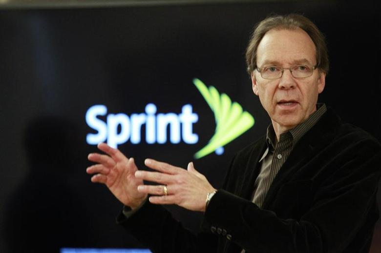 Sprint Corp's CEO Dan Hesse speaks to guests and members of the media after a tour of Sprint's laboratory in Burlingame, California, October 30, 2013. REUTERS/Beck Diefenbach