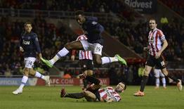 Manchester United's Danny Welbeck jumps over Sunderland's Phil Bardsley during their English League Cup semi-final first leg soccer match at the Stadium of Light in Sunderland, northern England January 7, 2014. REUTERS/Nigel Roddis