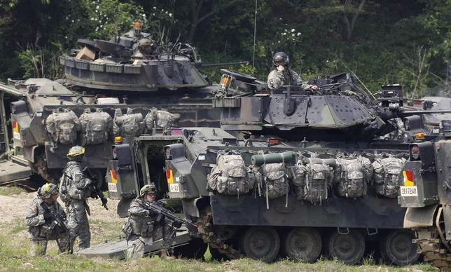 U.S. Army soldiers and its M2A2 Bradley fighting vehicles take part in the U.S.-South Korea joint military exercise against possible attacks by North Korea, at a shooting range near the demilitarized zone separating the two Koreas in Paju, about 45 km (28 miles) north of Seoul, June 8, 2011. REUTERS/Jo Yong-Hak
