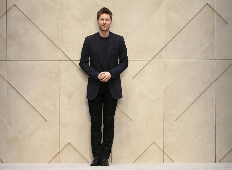 Burberry Chief Executive Christopher Bailey walks onto the catwalk following the Burberry Prorsum Autumn/Winter 2014 collection during ''London Collections: Men'' in London January 8, 2014. REUTERS/Suzanne Plunkett