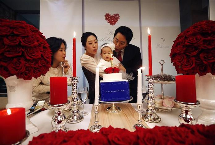 At One Year South Korean Babies Get Gilded Parties Reuters