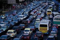 Les ventes de voitures en Chine, premier marché automobile du monde, ont augmenté de 13,9% l'an dernier, dépassant les attentes. /Photo prise le 11 juillet 2013/REUTERS/Aly Song