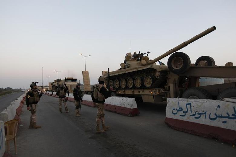 A military convoy drives towards Anbar, to reinforce Iraqi troops in the province, west of Baghdad, January 6, 2014. REUTERS/Ahmed Saad
