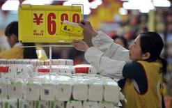 L'inflation en Chine a ralenti plus fortement que prévu en décembre pour tomber à 2,5% sur un an, un plus bas de sept mois, contre 3% en novembre et 2,7% attendu par le marché, ce qui a fait refluer les craintes d'un resserrement de la politique monétaire. /Photo prise le 9 janvier 2014/REUTERS