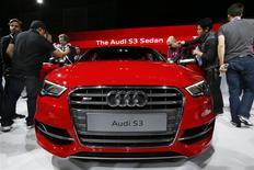 Les ventes du constructeur automobile allemand Audi aont augmenté de 18,4% en décembre par rapport au même mois de 2012, portant les ventes de l'ensemble de l'année 2013 à un nouveau record de 1?57 million. /Photo prise le 20 novembre 2013/REUTERS/Lucy Nicholson