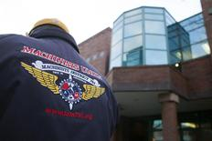 A union member stands outside of the International Association of Machinists and Aerospace Workers (IAM) District Lodge 751 headquarters during a union vote on Boeing's contract with the machinists for production of the 777X jetliner in Seattle, Washington in this January 3, 2014, file photo. REUTERS/David Ryder