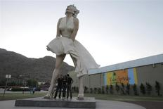 "The sculpture ""Forever Marilyn"" by artist Seward Johnson, based on a scene from the movie ""The Seven Year Itch"", is on display in Palm Springs, California, in this August 2, 2012 file photo. REUTERS/Sam Mircovich/Files"