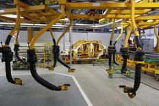 Le travail a repris cette semaine dans les principales usines automobiles françaises, qui connaissent en ce début d'année des fortunes contrastées selon qu'elles ont décroché ou non la fabrication de nouveaux modèles. /Photo d'archives/REUTERS/Benoît Tessier