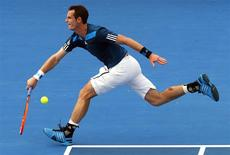 Britain's Andy Murray stretches to hit a shot during an exhibition match against Australia's Lleyton Hewitt at the Kooyong Classic tennis tournament in Melbourne January 10, 2014. REUTERS/David Gray (AUSTRALIA - Tags: SPORT TENNIS)