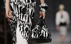 Collection Missoni pour l'été 2014. Le marché de la mode italien devrait renouer avec la croissance cette année, grâce aux exportations, après deux années de déclin, selon la fédération du secteur. /Photo prise le 22 septembre 2013/REUTERS/Max Rossi