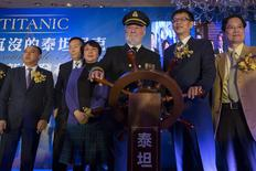 Bernard Hill (3rd R), actor of captain Edward Smith in the 1997 Titanic movie, poses with Su Shaojun (2nd R), CEO of Seven-Star Energy Investment Group (SSEG), during a news conference in Hong Kong January 12, 2014. REUTERS/Tyrone Siu