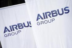 Le titre Airbus Group figure au rang des valeurs à suivre à la Bourse de Paris alors qu'Airbus, qui tient ce lundi sa conférence de presse annuelle, étudierait la possibilité de doter son avion long-courrier A330 de moteurs plus performants sur le modèle de ceux proposés sur les monocouloirs de la famille A320. /Photo prise le 3 janvier 2014/REUTERS/Benoît Tessier