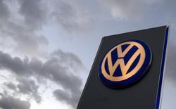 Volkswagen entend investir sept milliards de dollars (5,1 milliards d'euros) en Amérique du Nord, notamment pour y assembler un 4x4 spécialement conçu pour ce marché. /Photo d'archives/REUTERS/Fabian Bimmer