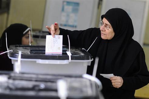 Army chief Sisi in focus as Egyptians vote on constitution