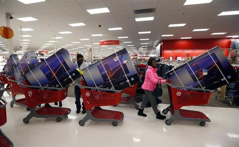 Thanksgiving Day holiday shoppers line up with television sets on discount at the Target retail store in Chicago, Illinois, November 28, 2013. REUTERS/Jeff Haynes/Files