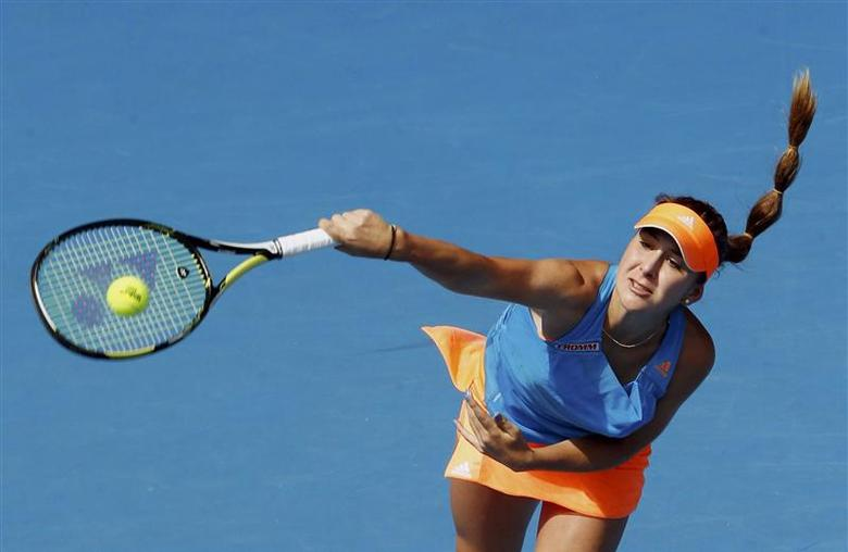 Belinda Bencic of Switzerland serves to Li Na of China during their women's singles match at the Australian Open 2014 tennis tournament in Melbourne January 15, 2014. REUTERS/Jason Reed